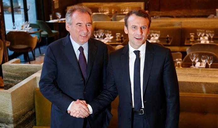 Fransa'da Adalet Bakanı istifa etti