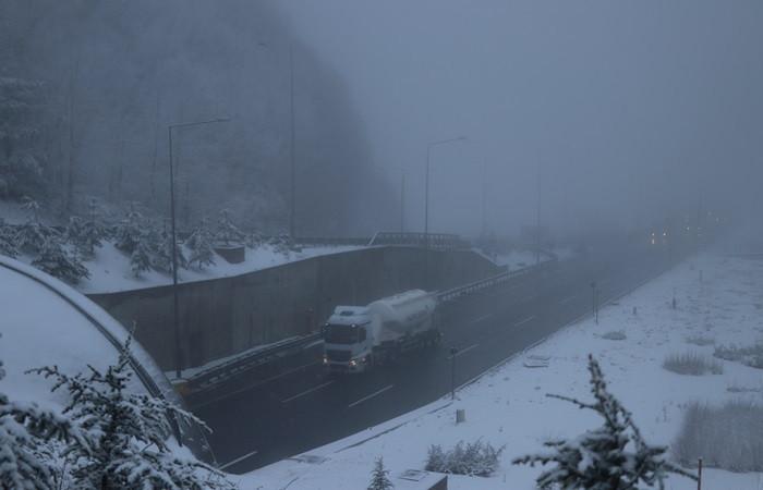 Kar yağışı Bolu'da ulaşımı etkiliyor