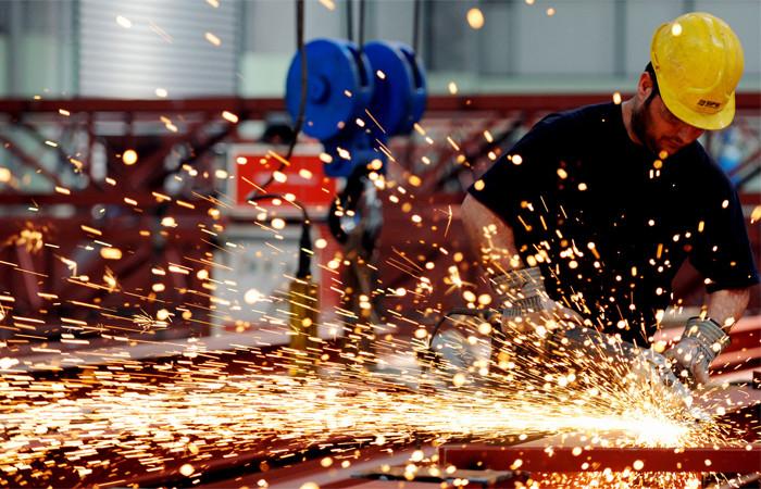 Metal işçileri 1 saatliğine iş bıraktı