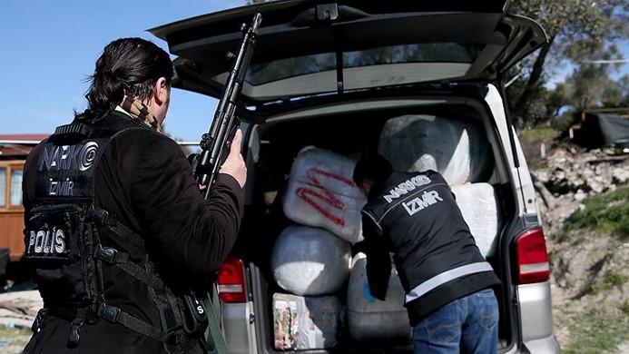 İzmir'de 1,5 ton uyuşturucu ele geçirildi