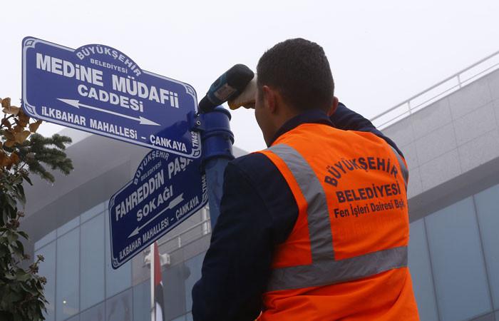 """Büyükelçilik sokağına """"Fahreddin Paşa"""" tabelası"""