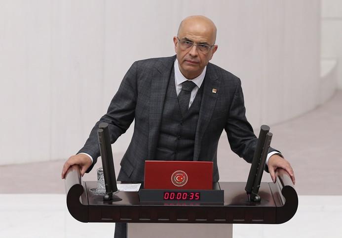 Berberoğlu yemin etti, Baykal'a doktorlar izin vermedi