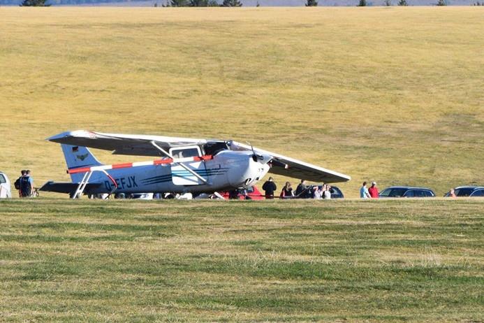 Almanya'da uçak pistten çıktı: 3 ölü
