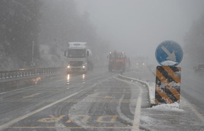 Bolu Dağı'nda kar yağışı