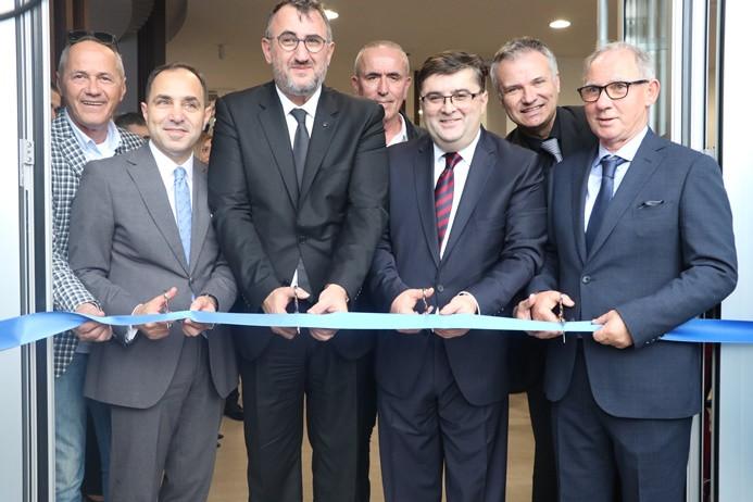 Sırbistan'daki ilk dijital şubesini açtı