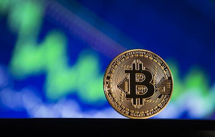 Bitcoin 5 bin doların altına geriledi