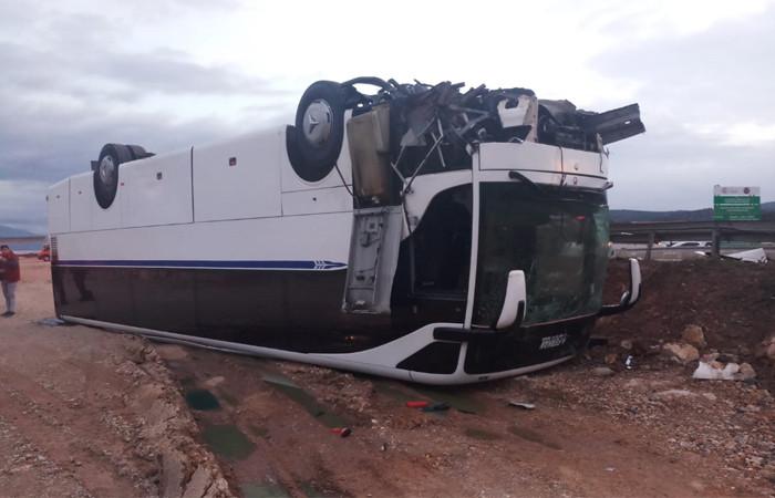 İzmir'de kaza, 25 yaralı