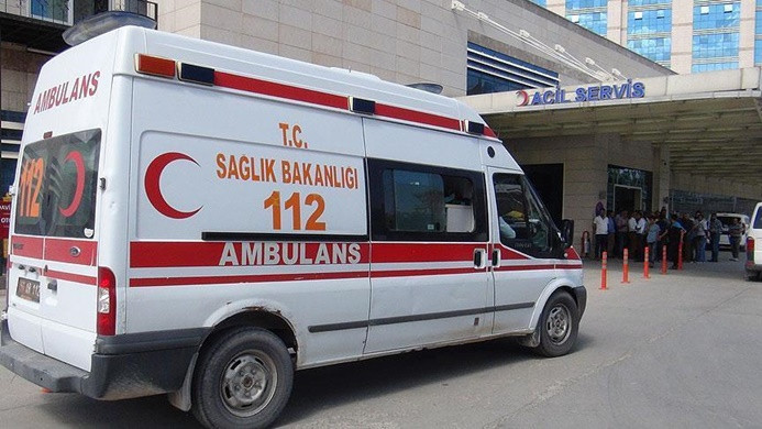 Otomobil polis aracına çarptı: 1 şehit, 4 yaralı
