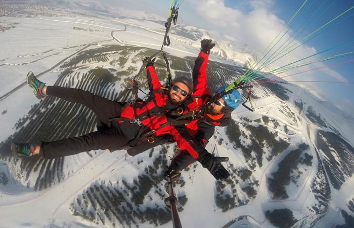 Ejder 3200'de yamaç paraşütü heyecanı