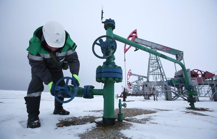 Petrol fiyatları, ABD'de azalan stok ve üretimden destek buldu