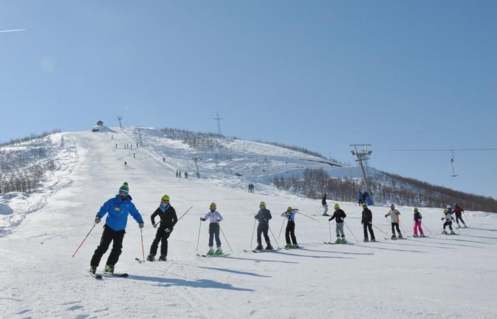 Çocuklar kayaktaki yeteneklerini keşfediyor