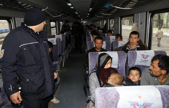 """Kaçak göçmenlerin """"Doğu Ekspresi"""" yolculuğu Erzurum'da bitti"""