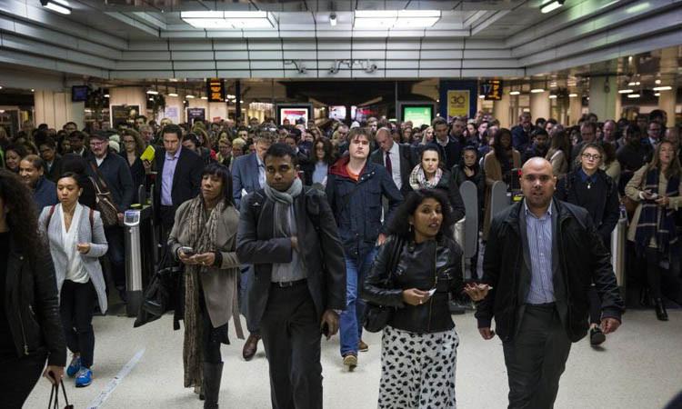 Londra'da metro istasyonunda yangın alarmı