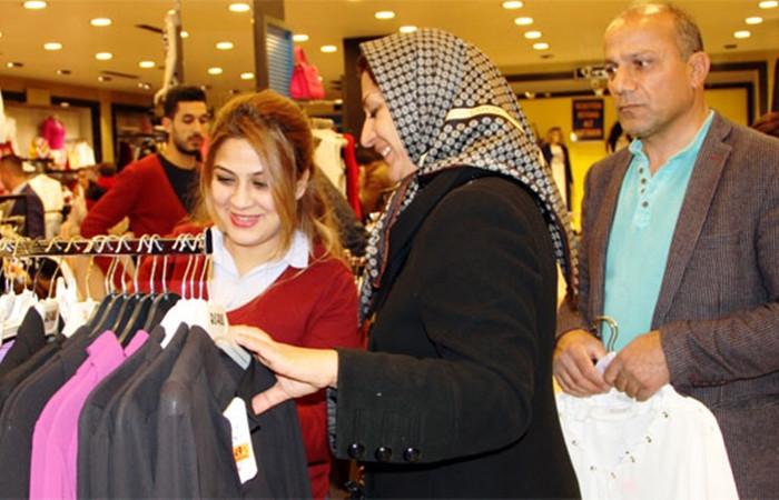 İranlılar esnafın yüzünü güldürdü