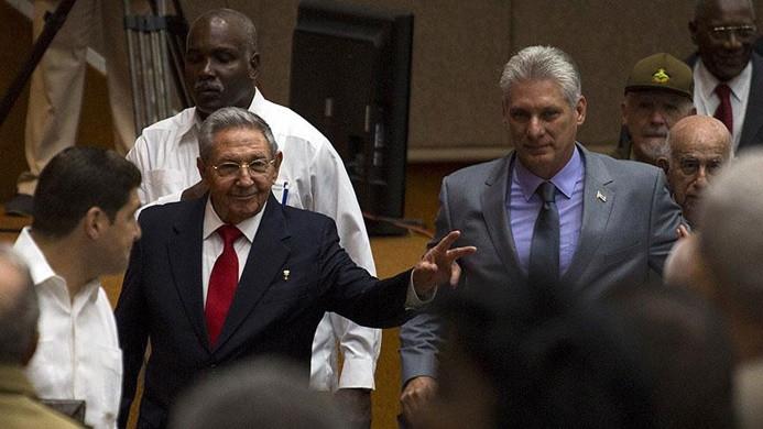 Küba'da Castro, koltuğu yardımcısına bıraktı