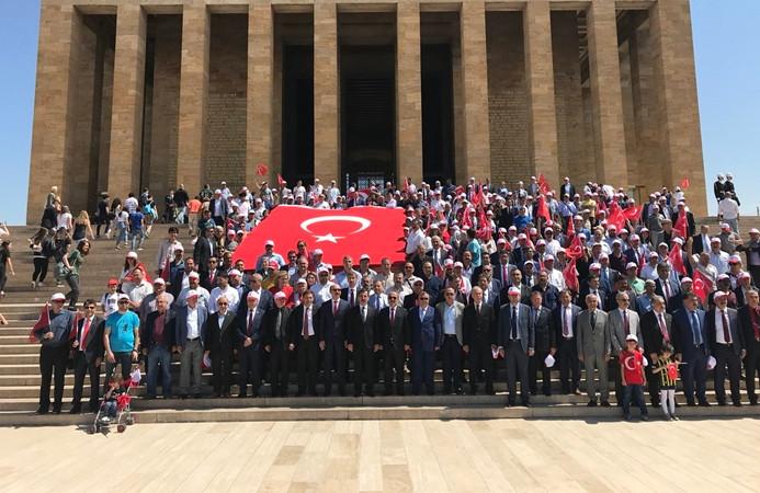 Türkiye Kamu-Sen Anıtkabir'i ziyaret etti