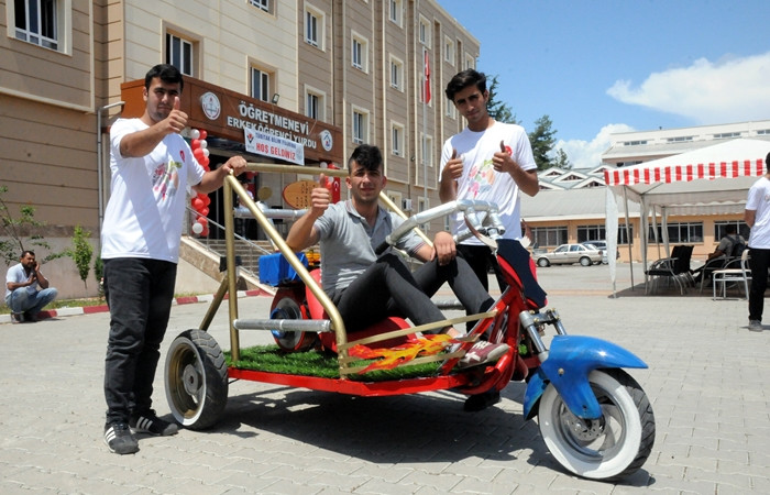 Lise öğrencileri yaptı: Hurdadan arazi aracı