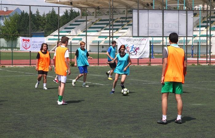 Cinsiyet eşitliğine futbol ile dikkat çektiler