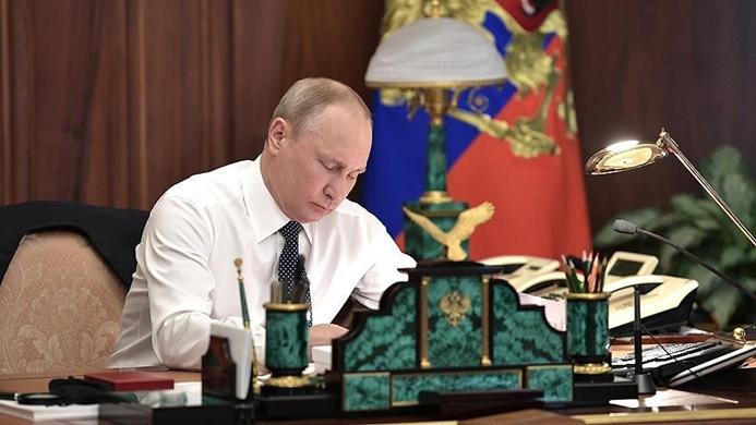 Putin'den 'dolar tekeli' eleştirisi