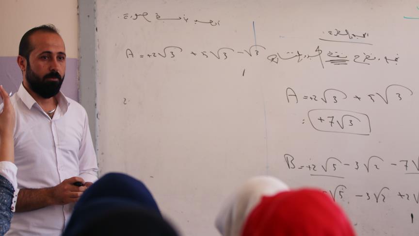 Afrin merkezde teröristlerin durdurduğu eğitim yeniden başladı