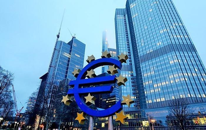 """""""ECB en erken gelecek yaz faiz artırabilir"""""""