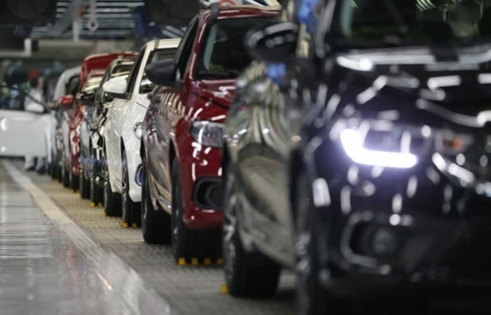 Otomotivde iç pazar daralırken ihracat rekora koşuyor
