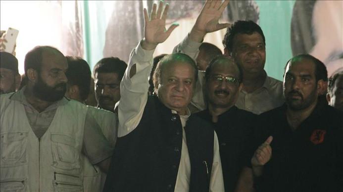 Eski Pakistan Başbakanı Şerif'e 10 yıl hapis cezası