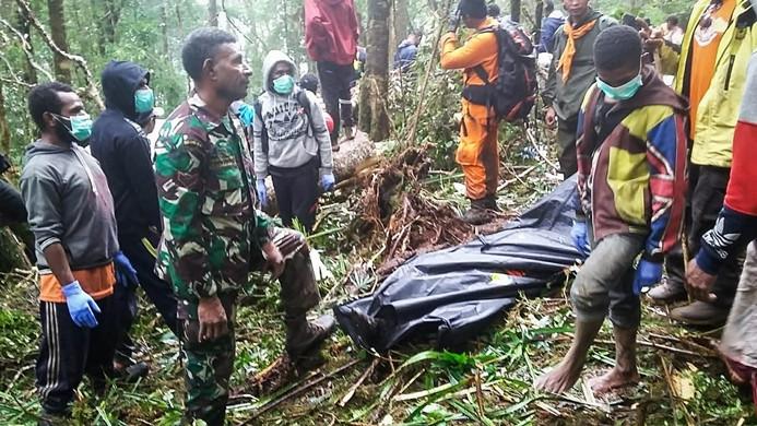 Endonezya'daki uçak kazasında bir çocuk kurtuldu