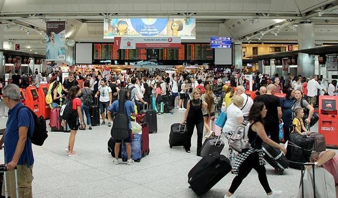 Atatürk Havalimanı'nda bayram yoğunluğu sürüyor