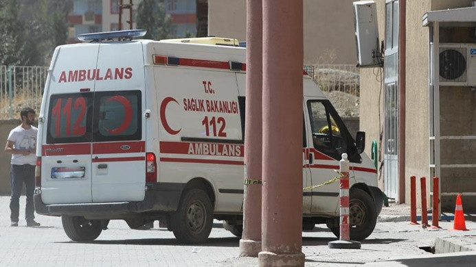 Zırhlı araca bombalı saldırı, 9 polis yaralandı