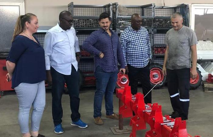 İzmirli Minos, Afrika'da fabrika kuracak