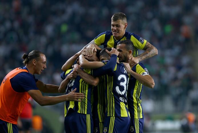 Fenerbahçe 3 haftalık puan ve galibiyet hasretine son verdi