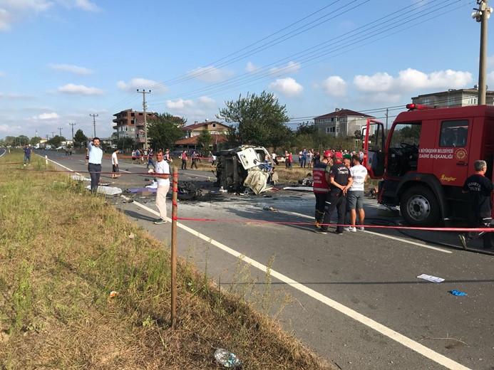 Araç motosikletli gruba çarptı: 7 ölü, 3 yaralı