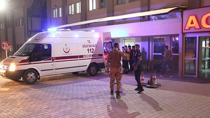 Siirt'te askeri araç devrildi: 3 asker yaralı