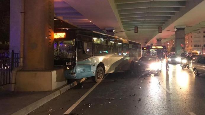 Otobüs köprü ayağına çarptı
