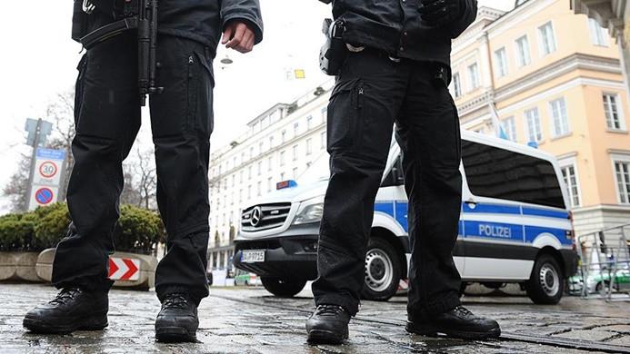 Almanya'da göçmenlerin üstüne araç sürüldü: 4 yaralı