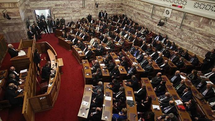 Yunanistan, isim anlaşmasını onayladı