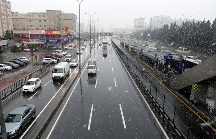İstanbul için akşam saatlerinde şiddetli kar uyarısı