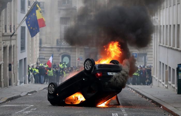 """Fransa'da izinsiz gösteriye """"sert ceza"""""""