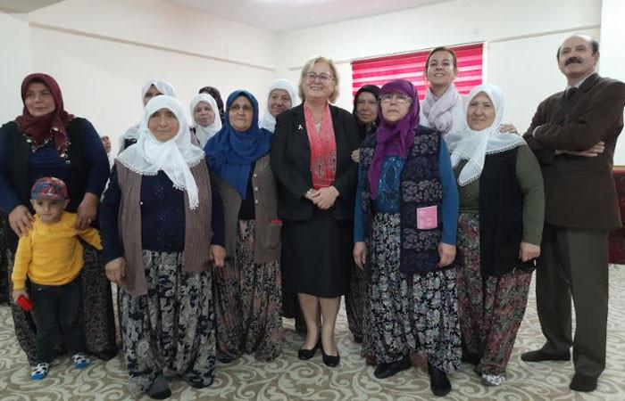 Çiftçi kadınlara meme kanseri semineri