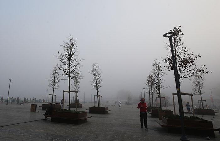 İstanbul yoğun sise teslim oldu