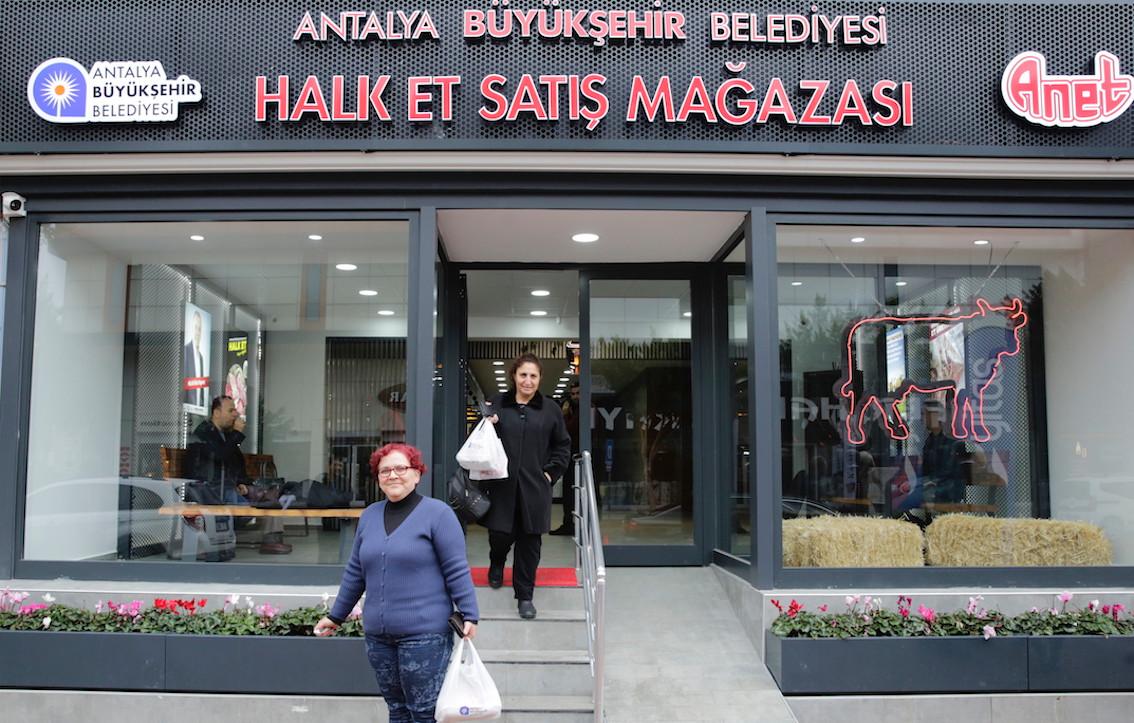 Antalya Belediyesi ucuz et için Halk Et mağazası açtı