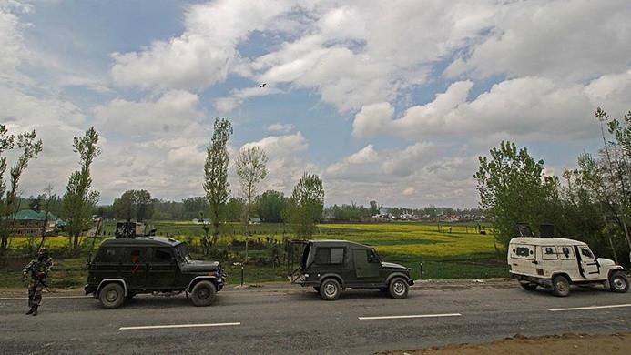 Hindistan'da konvoya saldırı: 44 asker öldü