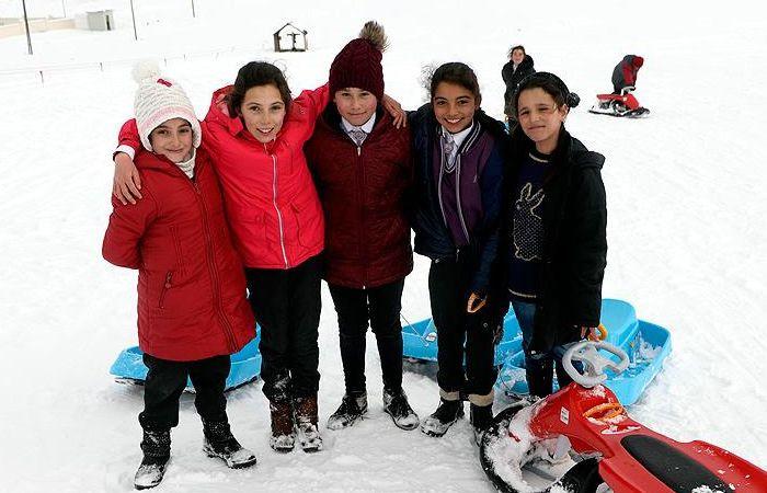 Ardahan'da kar yağışı okulları tatil etti