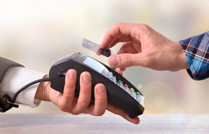 Kredi kartlarının tahtı sallanıyor