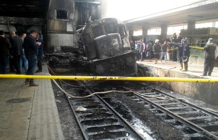 Kahire tren istasyonundaki yangında ölü sayısı 25'e çıktı