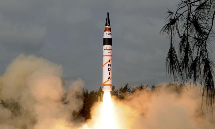 Hindistan uzaya gözlem uydusu fırlattı
