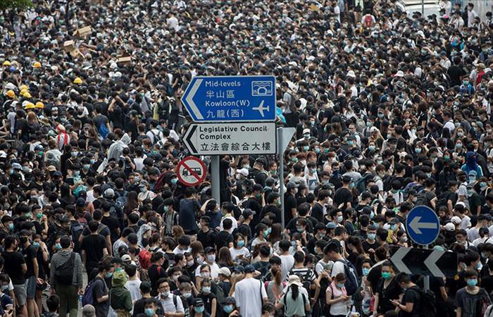 Hong Kong'da halk Çin'e iade yasa planına karşı birleşti