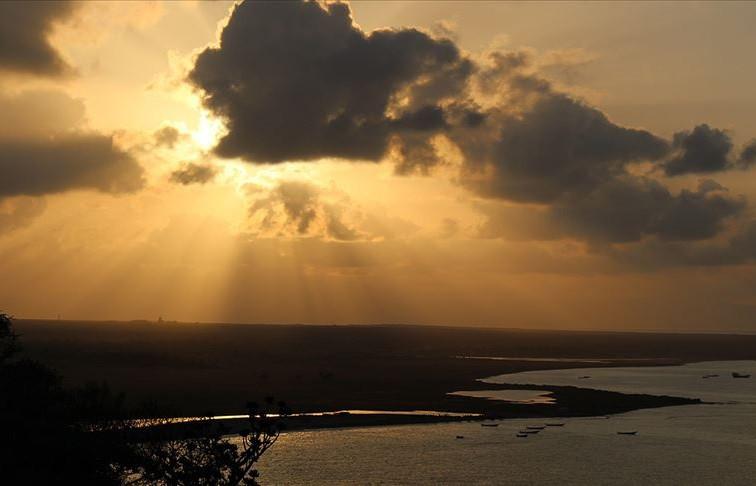 BAE gözünü Yemen'in doğa harikası Sokotra Adasına çevirdi