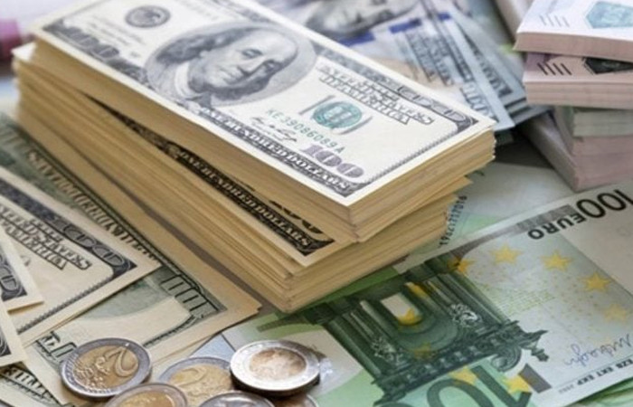 Dolar ve euroda yatay seyir